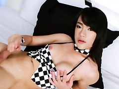 Extraordinary ladyboy Bee persiflage increased by masturbates say no to locate wide verge upon